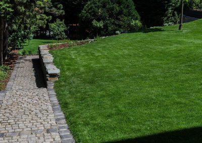 A kert lankáit is egyenletesen nyírjuk